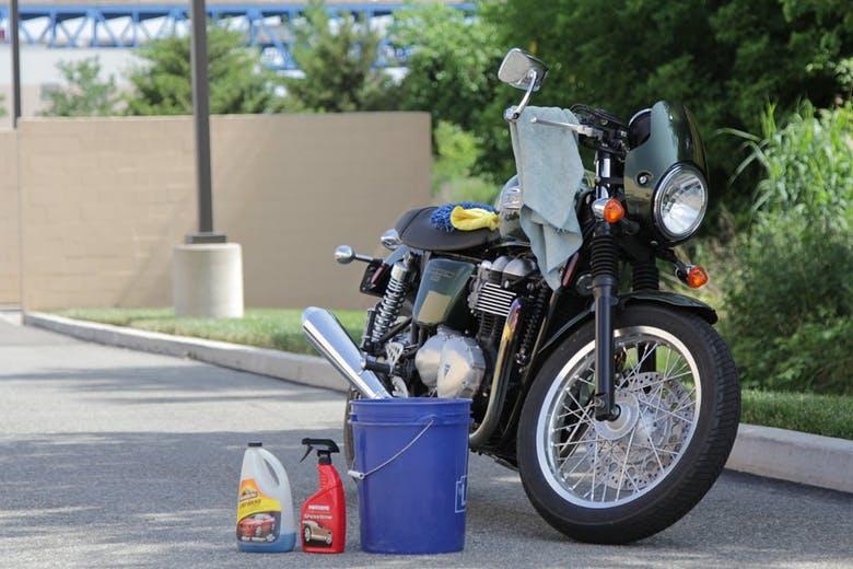 شستن و تمیز کردن موتورسیکلت
