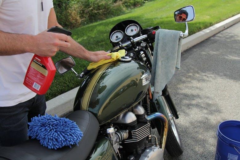 برق انداختن موتورسیکلت
